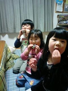恵方巻き食べる