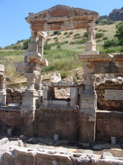 エフェス トラヤヌスの泉