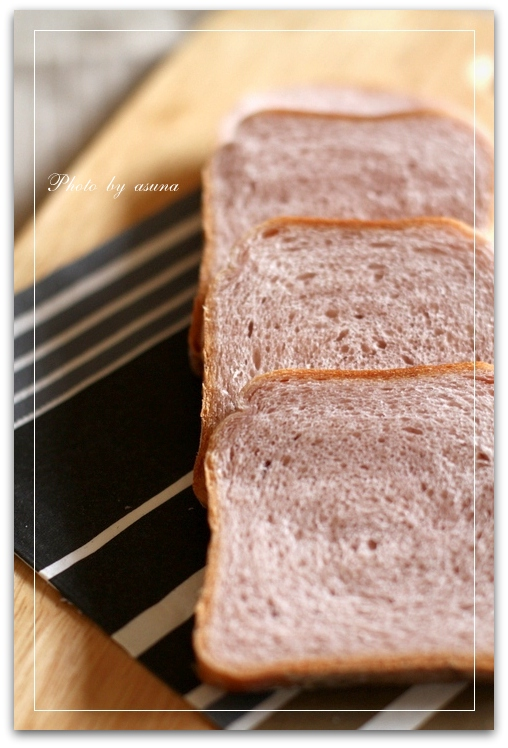桜色のパンとイチゴジャム