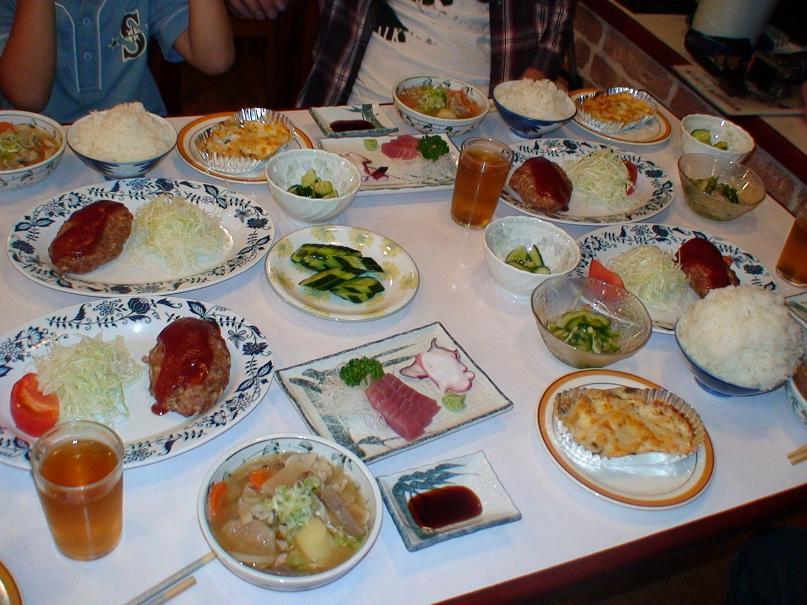 山中湖村の合宿伯施設ペンションの夕食事
