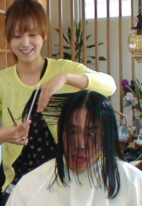 甲府市大里町のカフェ風ヘアーサロン美容院emuのお姉さん.