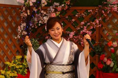 みのり~や カラオケパーティーで 葵かを里さん 熱唱 02