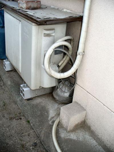 エアコン工事 配管 とぐろ