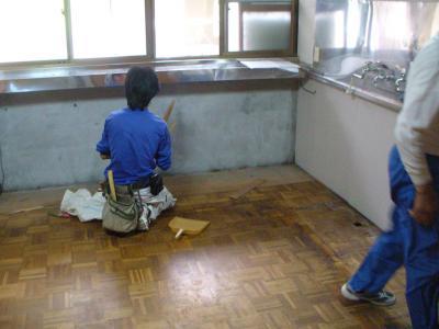 13 生口島 N様邸 リフォーム(タカラキッチン(L型)、クロス張替、床張替、天井張替、額縁塗装) べんりMAN 15