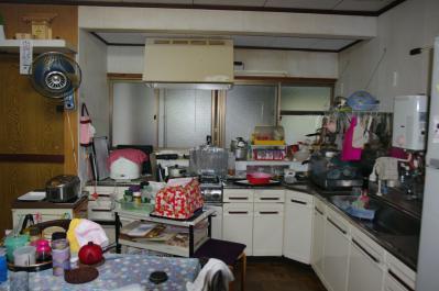 51 生口島 N様邸 リフォーム(タカラキッチン(L型)、クロス張替、床張替、天井張替、額縁塗装) べんりMAN 15