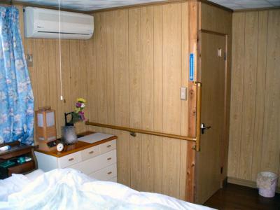 寝室薄型テレビ壁掛け工事 1