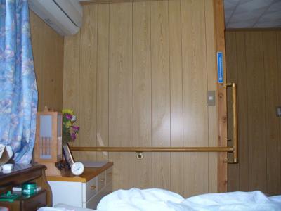 寝室薄型テレビ壁掛け工事 2