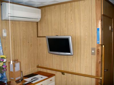 寝室薄型テレビ壁掛け工事 4