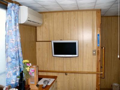 寝室薄型テレビ壁掛け工事 5