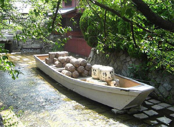 高瀬川一の舟入に復元された高瀬舟
