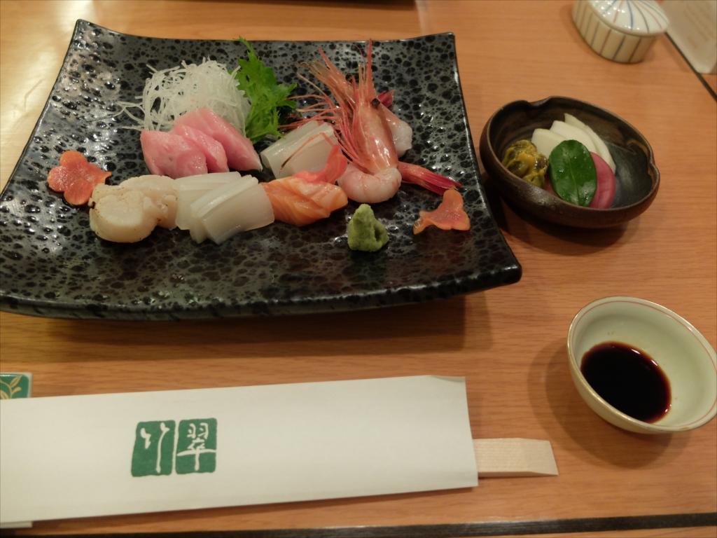 お刺身と野菜の天ぷらとお新香とを注文_1