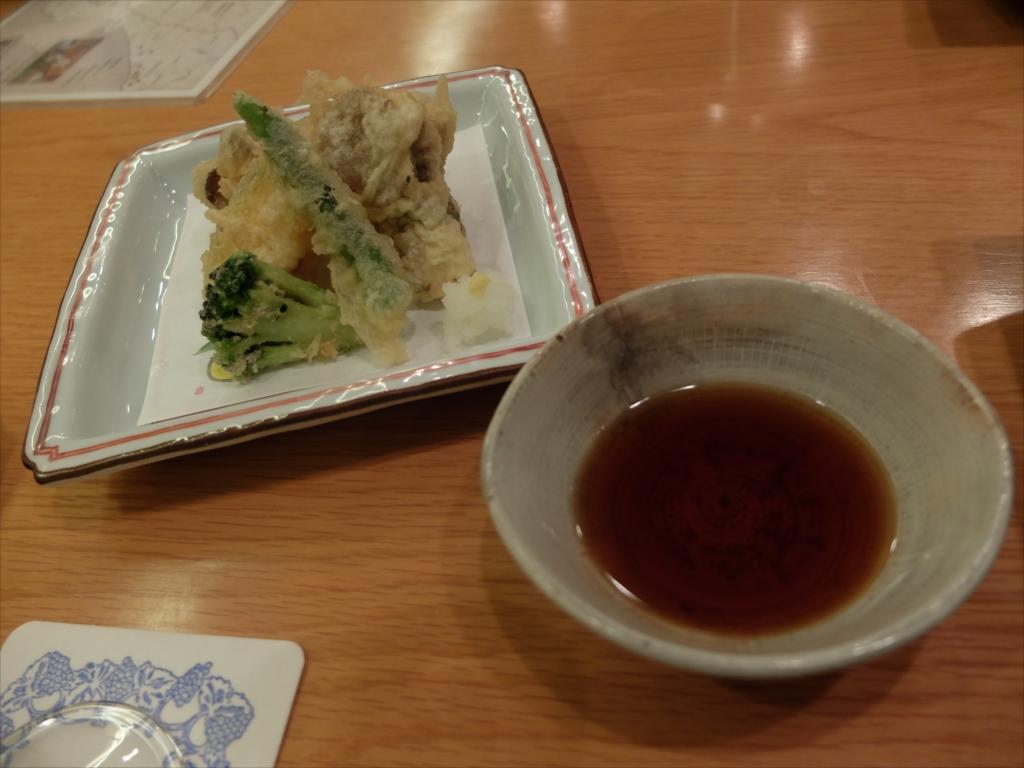 お刺身と野菜の天ぷらとお新香とを注文_2