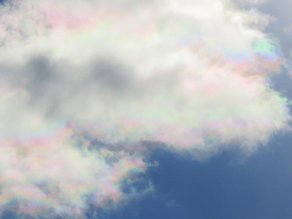 彩雲(さいうん) 札幌 虹のような雲