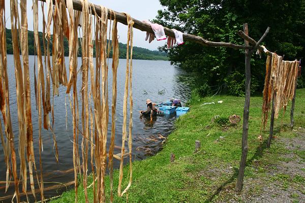 ポロトコタン アイヌ民族博物館 湖 作業