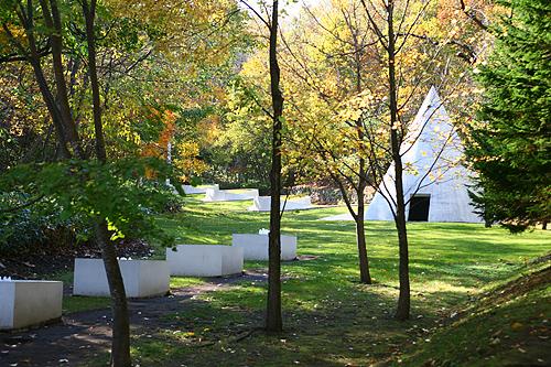 隠された庭への道 ダニ・カラヴァン 七つの泉