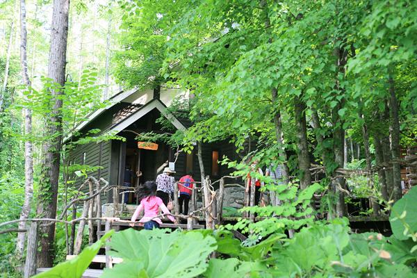 森の時計 全景 客