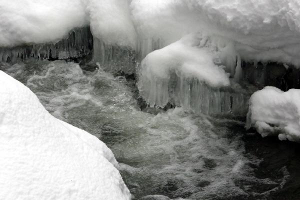 アシリベツの滝 ツララ
