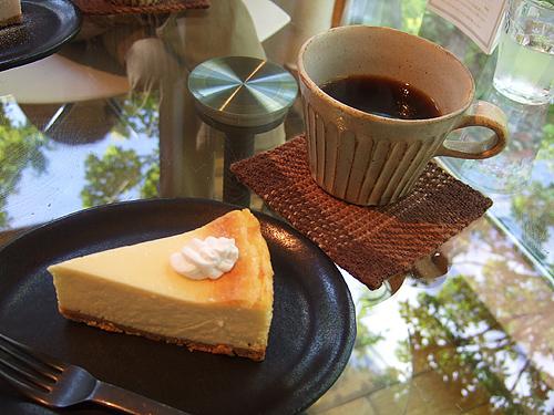 カフェ 崖の上 ケーキセット ベイクドチーズ
