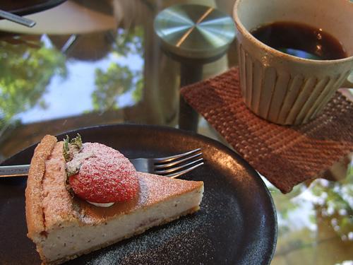 カフェ 崖の上 ケーキセット イチゴ・ベイクドチーズ