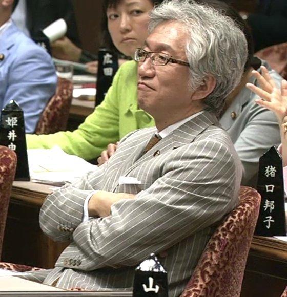20120613西田_腕組み01
