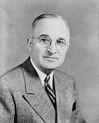 200px-Harry_S_Truman,_bw_half-length_photo_portrait,_facing_front,_1945[1]