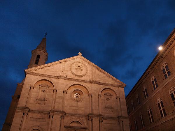 ピエンツァの夜の聖堂