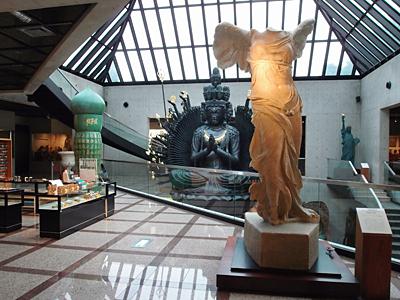 ルーブル彫刻美術館館内