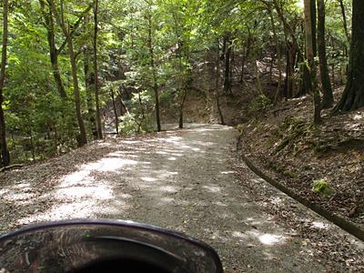 奥山コースの砂利道