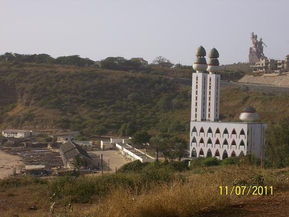 モスクと銅像