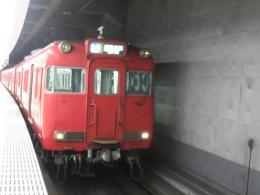 栄町駅で発車を待つ6000系