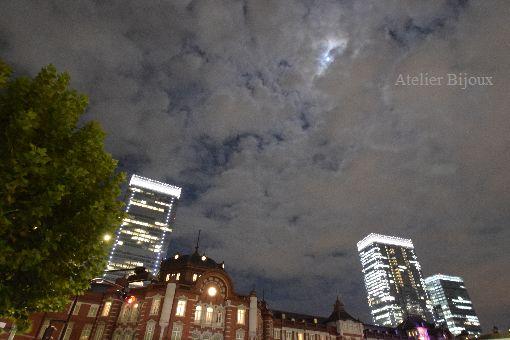 051-東京駅満月