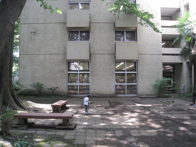 学習院大学 018