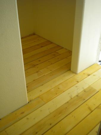 cabin_hallway_0.jpg