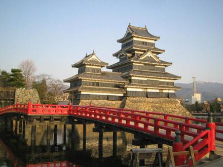 赤い橋とお城って相性いいよね?