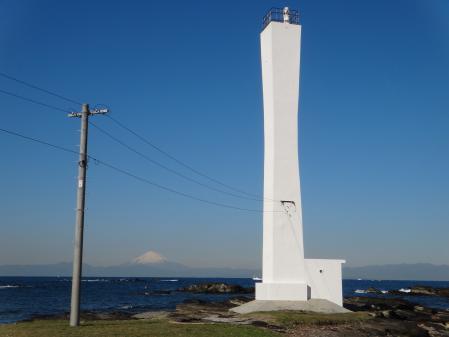 諸磯埼灯台と富士山