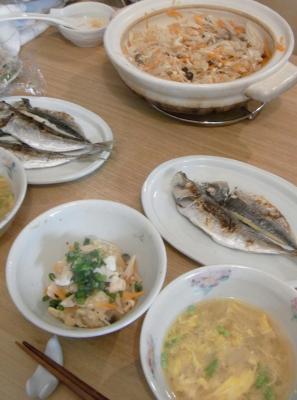 炊込みご飯と干物とお味噌汁