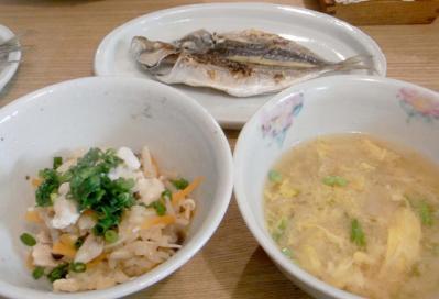 炊込みご飯と干物とお味噌汁 定食の眺め