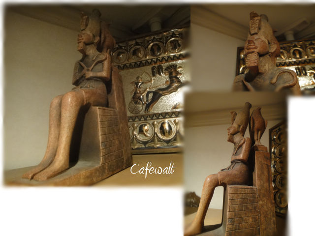 Tut ankh amen statue