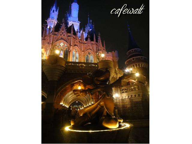 シンデレラ城と魔法使いの弟子ブロンズ像