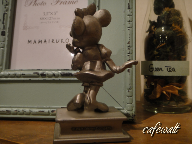 TDL OLD MINNIE STATUE 2