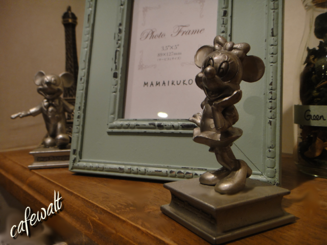 TDL OLD MINNIE STATUE 4