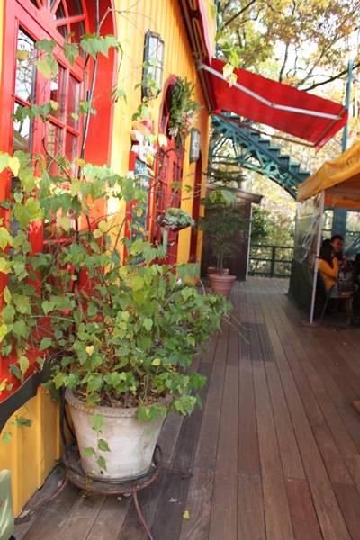 ジブリ カフェ雰囲気
