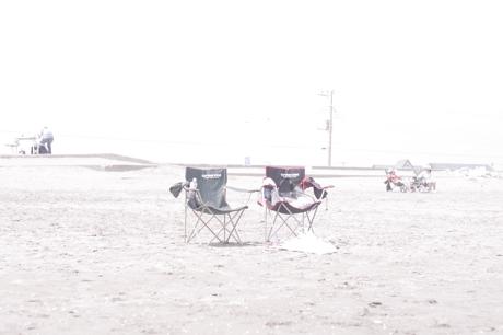 砂浜と椅子