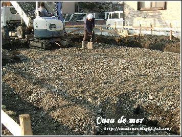 砕石敷き込み工事中
