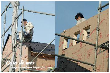 屋根下地材取り付け中