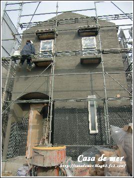 外壁下地塗り作業