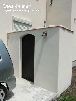 駐車場裏にも 扉が完成しました