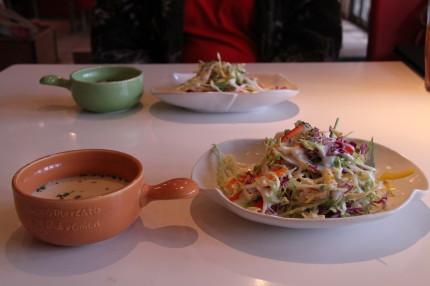 クラムチャウダー・野菜サラダ