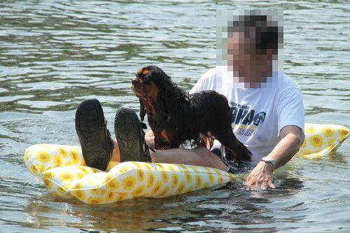 ボートに乗るマイロパパさんとマリーちゃん