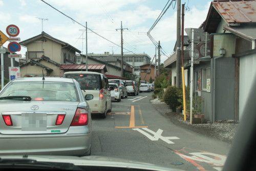 駐車場待ちの渋滞中